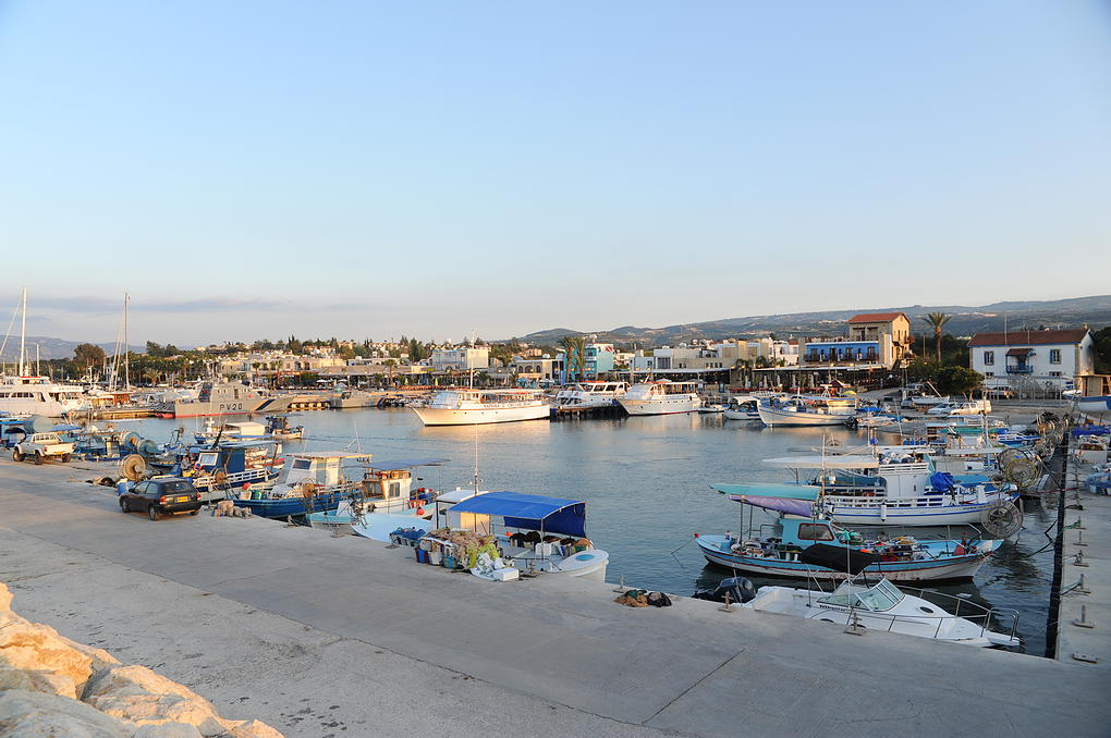 The-picturesque-harbour-at-Latsi